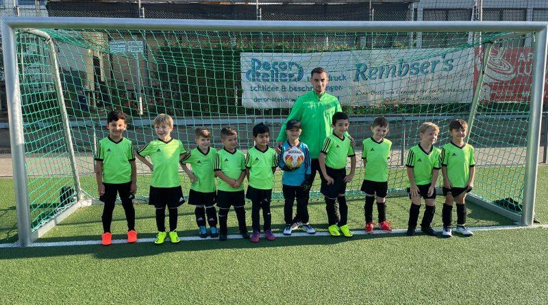 Bambinis absolvierten erstes Fußballspiel